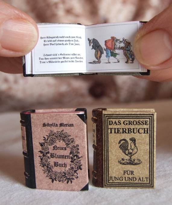 06-Jozsef-Tari-Private-Collection-of-5200-Miniature-Books-www-designstack-co