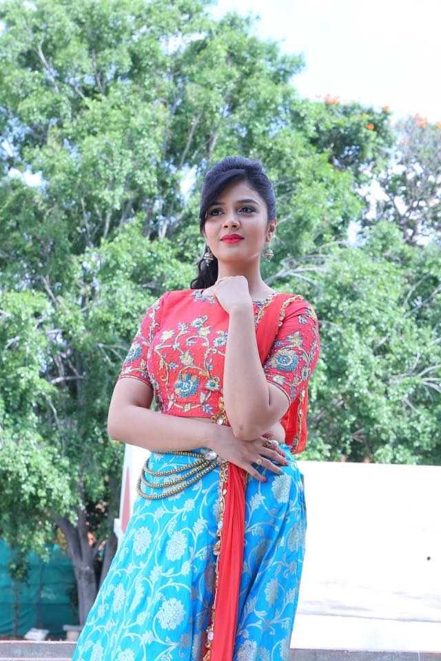 Anchor Sreemukhi at Dasara Mahotsavam on ETV Photos