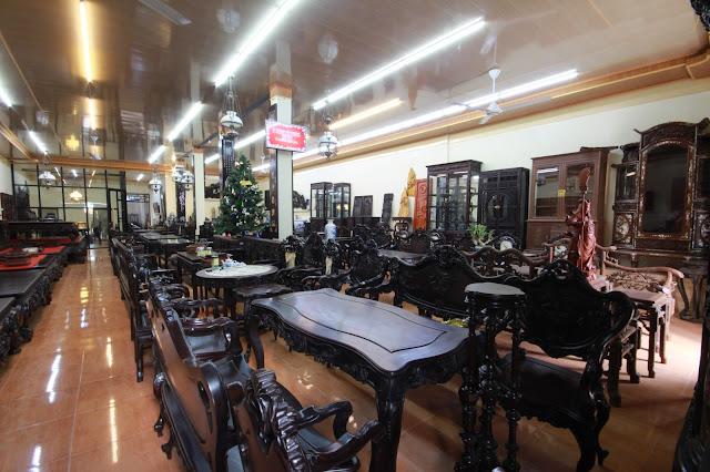 Không gian trừng bày sản phẩm trường kỷ đẹp tại cửa hàng Đỗ Tĩnh