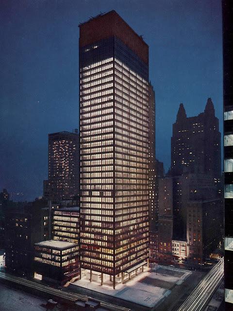 ミース・ファンデル・ローエのな少ないけれど豊かな建築【arc】シーグラム・ビルディング
