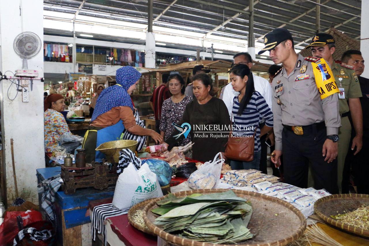 Jelang Natal dan Tahun Baru, Kapolres Kebumen Sidak Pasar Tumenggungan
