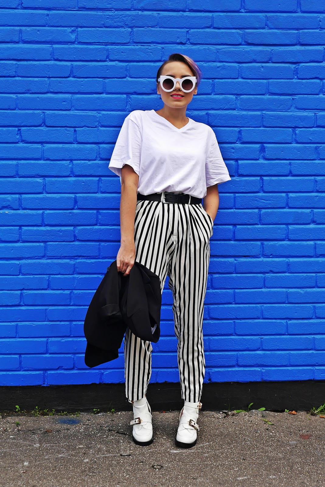 5_balenciaga_white_Ceinture_Ankle_Boots_stripes_pants_black_jacket_karyn_blog_modowy_280917s