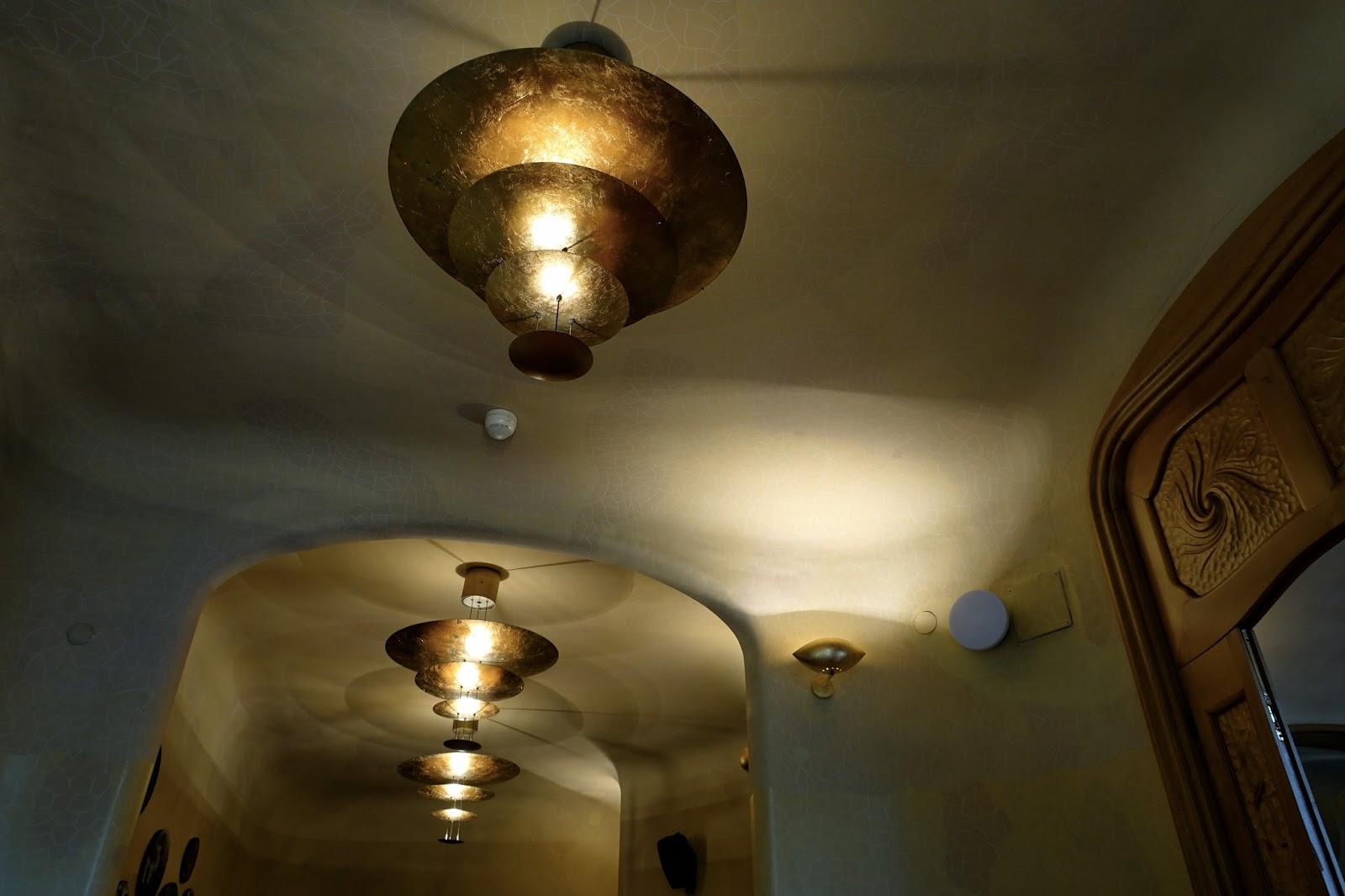 カサ・バトリョ(Casa Batlló)の休憩スペースの天井
