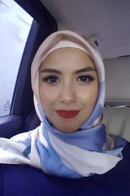 bibir merah indah dan seksi hijab Si Cewek Jutek Revalina S Temat