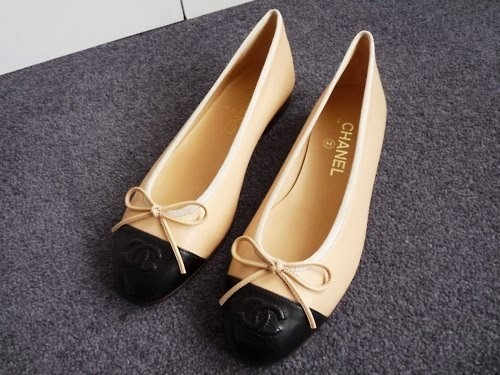 lovely Chanel two-tone ballet flats with bow