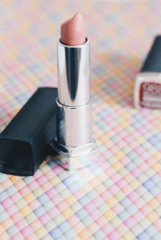 photo-labios-nude-mate-maybelline-color-sensational-peach-buff-lips