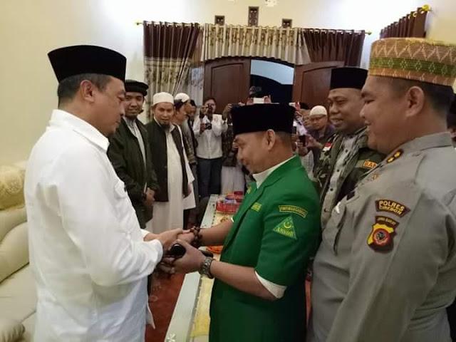 Adem, Ustadz Bachtiar Nasir Berangkulan dengan Ketua GP Ansor dan Banser Cirebon