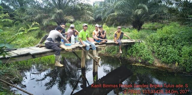 Polsek Sanga Desa Sambangi Daerah Rawan Banjir