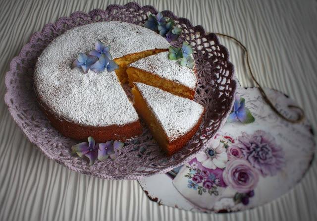 torta con miele e latte caldo