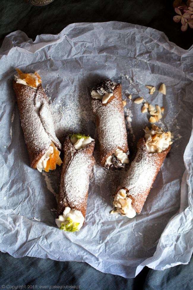 sycylijskie cannoli z kremem z ricotty
