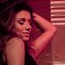 """Que pisão! Paula Fernandes é a nossa nova musa do pop no clipe da reggaeton """"Traidor"""""""