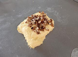 Elaboración de pan de calabaza con nueces y pasas