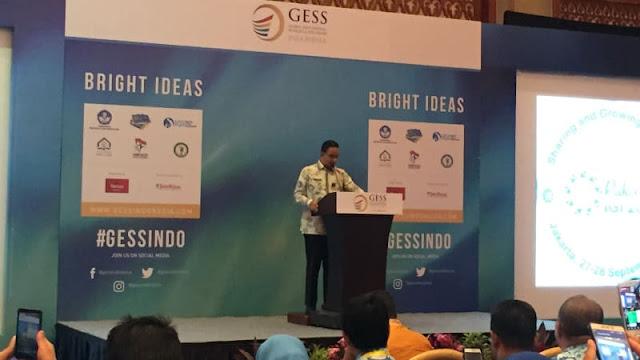 Anies Diganjar Penghargaan Bapak Peningkatan Kompetensi Guru oleh IGI