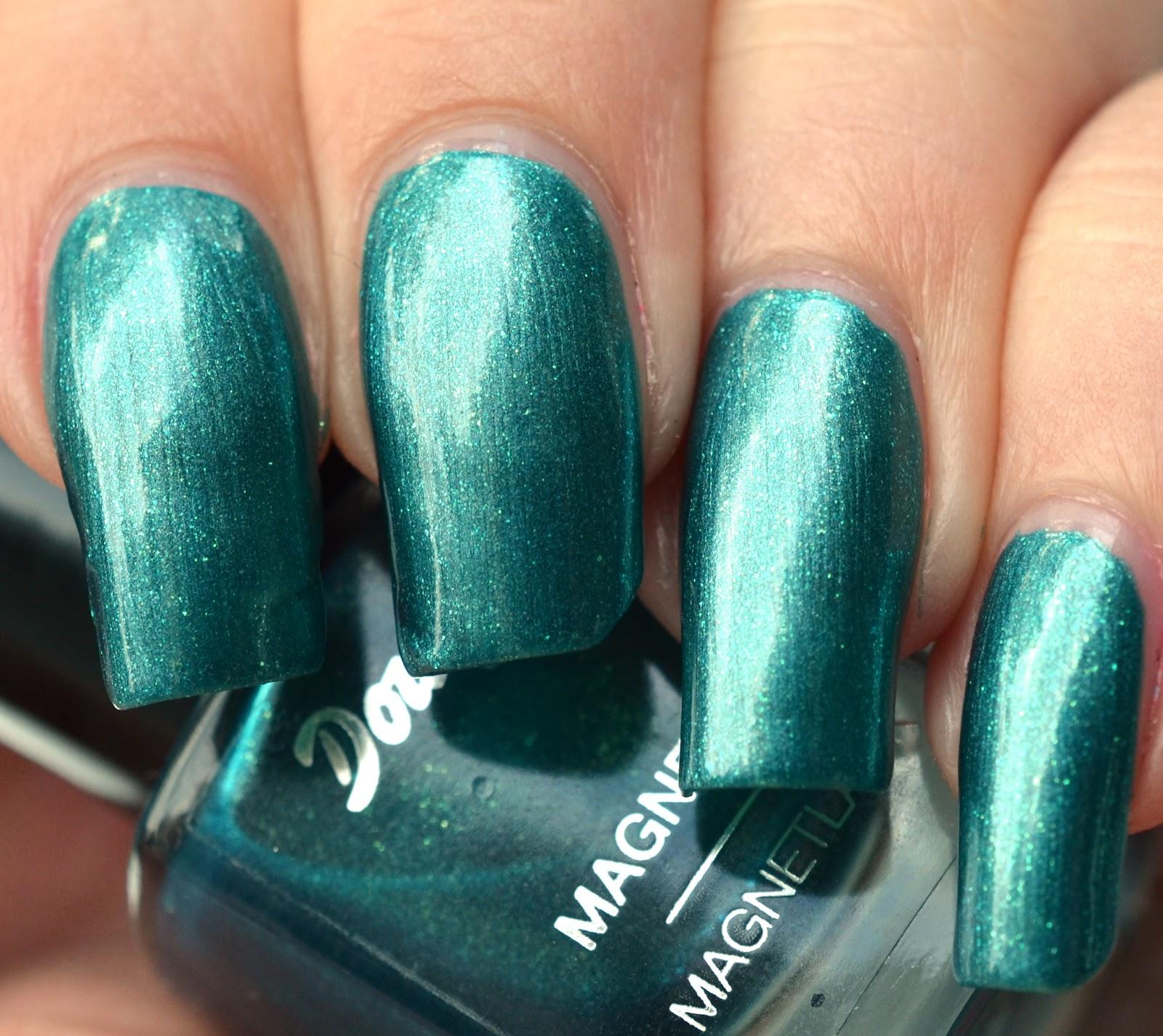 lenas sofa douglas nails 3d nail varnish turquoise. Black Bedroom Furniture Sets. Home Design Ideas