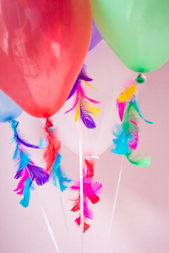 These feather decorated balloons are so gorgeous - and so easy to make!