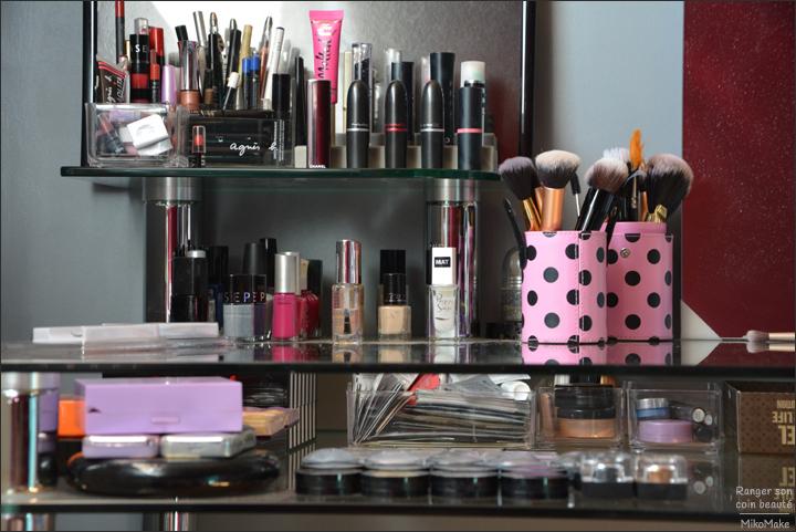bureau maquillage la chambre d 39 ado devient un bel esapce de travail bo te rangement. Black Bedroom Furniture Sets. Home Design Ideas