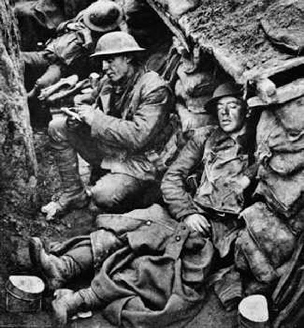WW1-Canadian soldiers in trenches