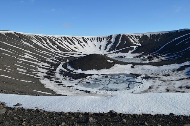 volcan hverjfall, cratère