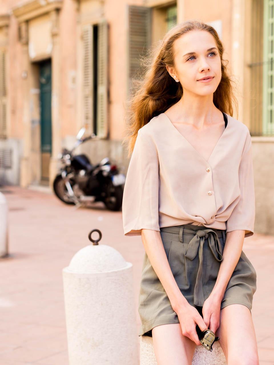 loneliness-and-summer-holiday-outfit-in-neutral-shades-yksinäisyys-kokemuksia-kesäasu-inspiraatio