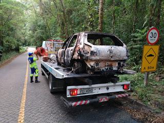 Veículo pega fogo na Serra da Macaca na rodovia  Sete Barras/São Miguel Arcanjo