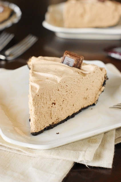 25+ All-Time Favorite No-Bake Desserts: Hersheys Chocolate Bar Pie Image
