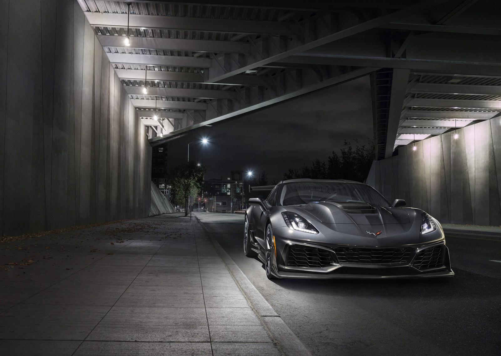 2019-Chevrolet-Corvette-ZR1-003