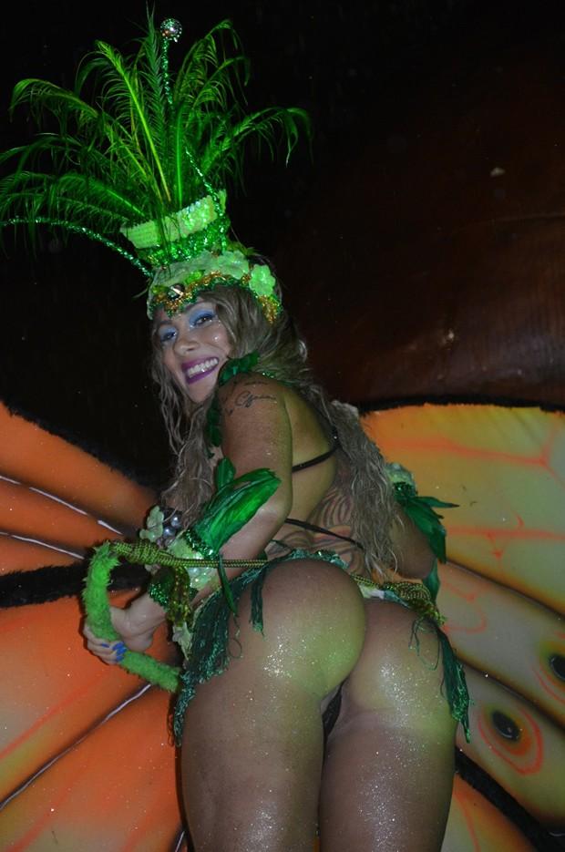Renata Pinheiro parading Brazilian Carnival 2015