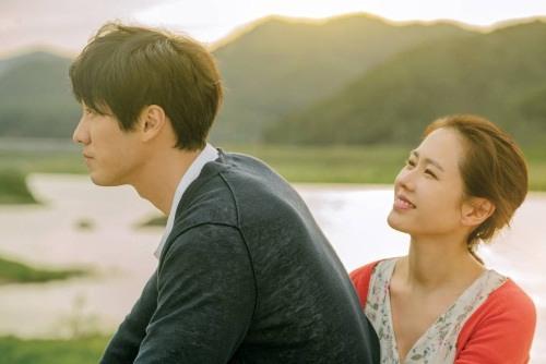 《現在很想見你》公開蘇志燮 孫藝珍 浪漫溫暖電影海報