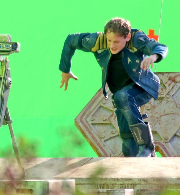 Primele imagini de la filmările producţiei Star Trek Beyond: Anton Yelchin