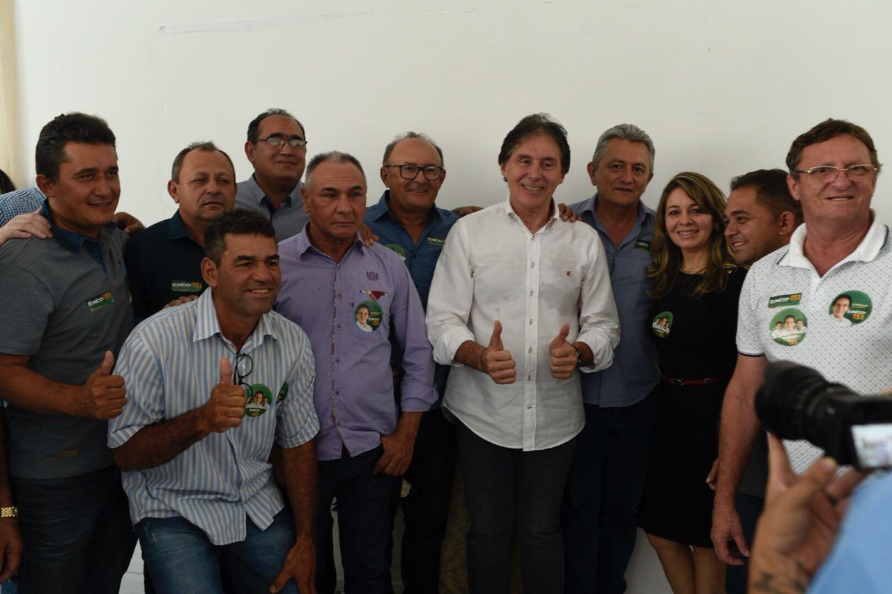 Eunício Oliveira, que já liberou diversos benefícios para a região, em  áreas como saúde, abastecimento de água, moradia e construção de estradas,  ... 7cca14398d