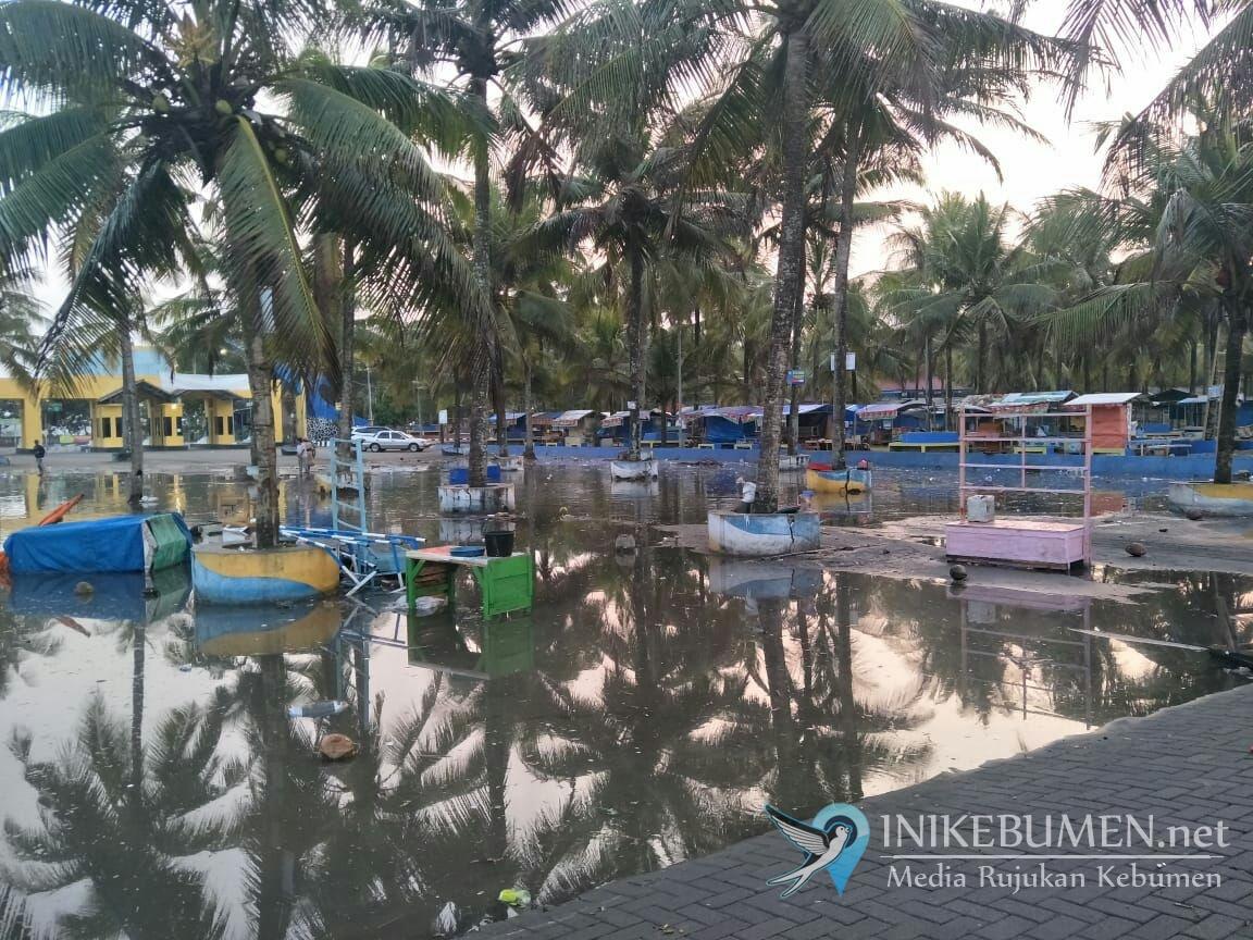 Akibat Gelombang Pasang, Wisata Pantai Suwuk Ditutup Sementara