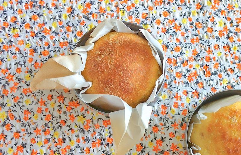 Pão de casca de abóbora assado.