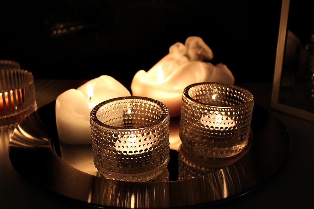 kynttilä iittala kastehelmi sarpaneva tarjotin tunnelma kotti ilta