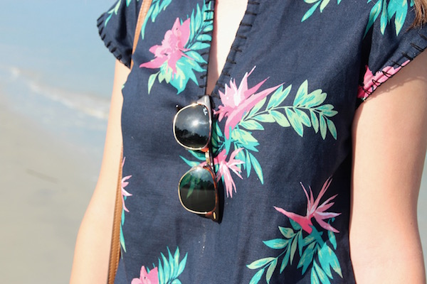 Gimme Glamour: Tropical Top. Brooks Brothers beachy linen top, Vineyard Vines shorts, Tory Burch Thea cross body bag, white Jack Rogers