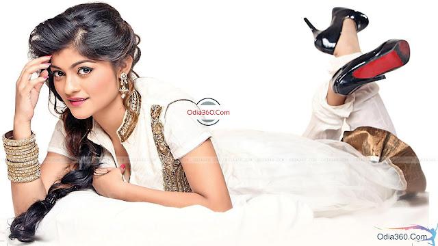 Prakruti Mishra in Chudidar Odia Celebrity HD Wallpaper Download