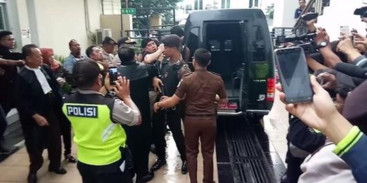 Di Depan Wartawan, Ahmad Dhani Berontak Sampai 'Bergulat' dengan Jaksa