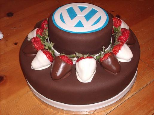http://4.bp.blogspot.com/-L2Bibe5SFVI/TeFePtZCvCI/AAAAAAAABow/HNj6G6zBOgU/s1600/VW+logo+cake.jpg