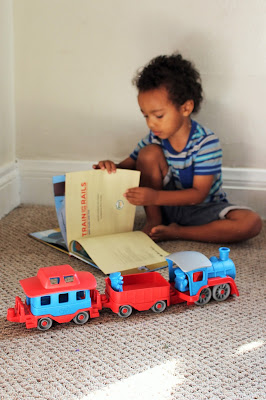 green toys train book