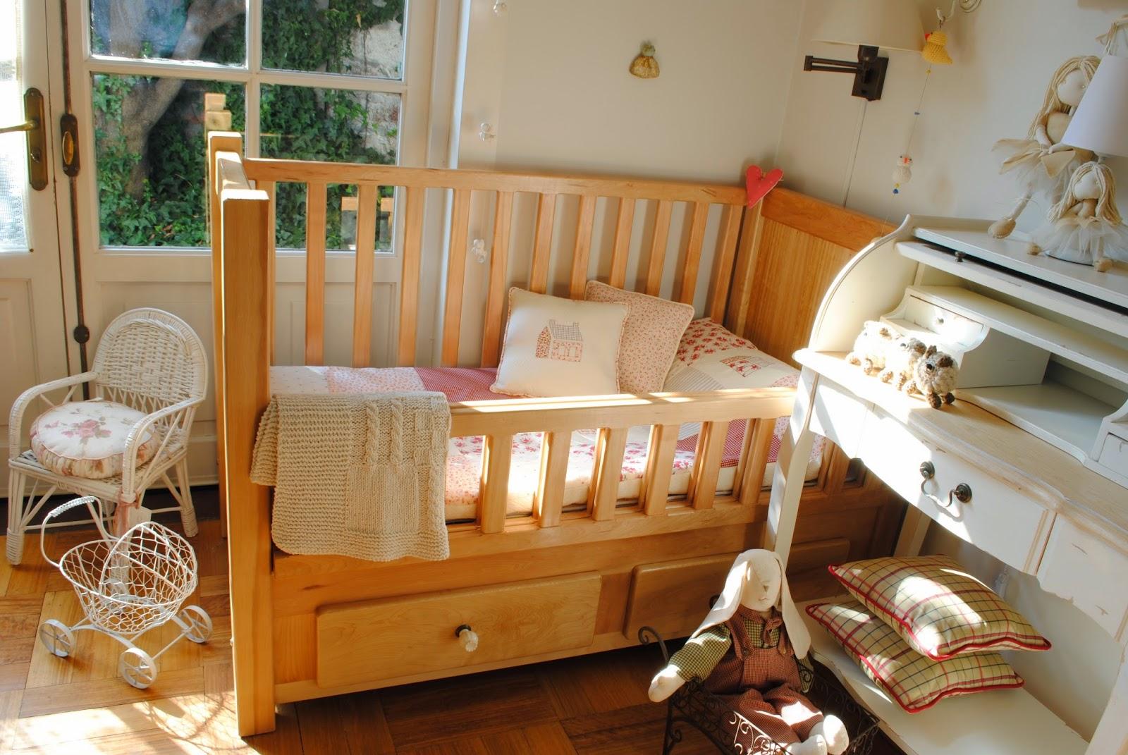 Paz montealegre decoraci n cunas de madera para beb - Cuna de mimbre para bebe ...