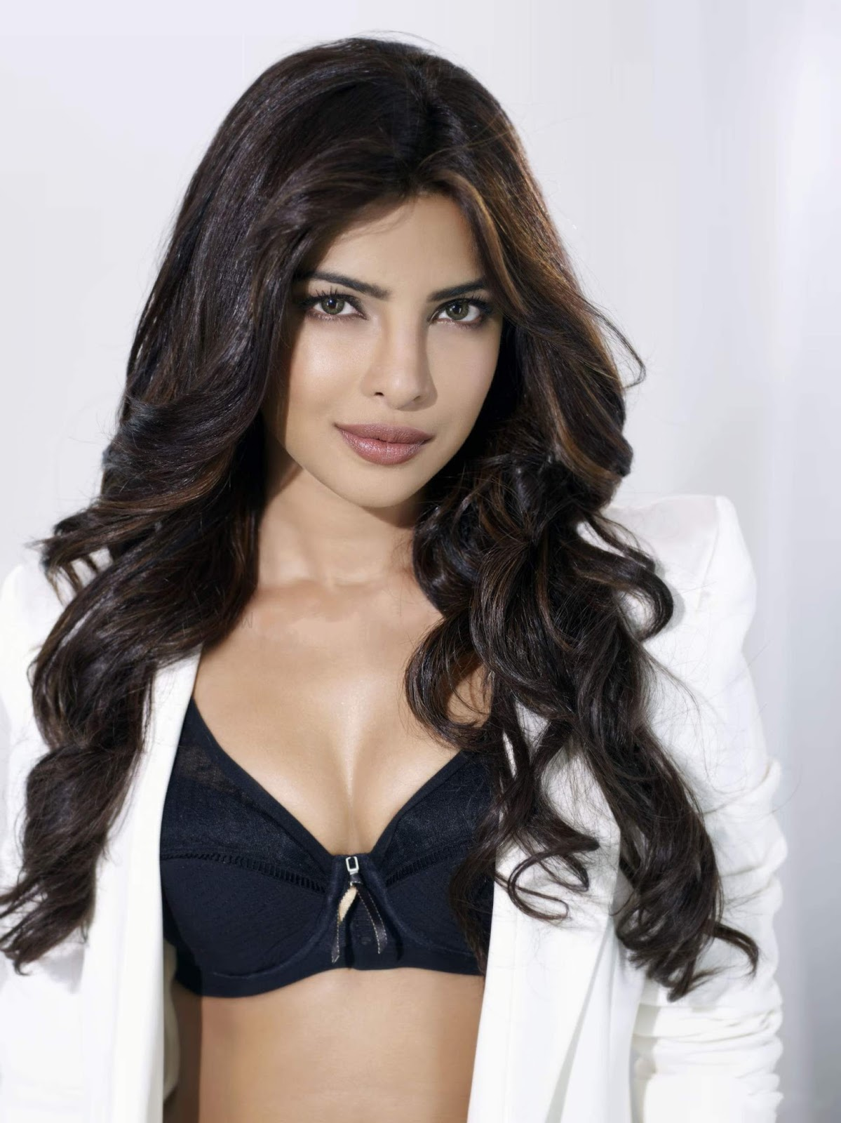 Priyanka Chopra Latest Hot Photos