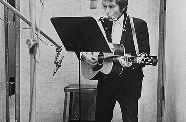 bob dylan a classic essay Bob dylan - live 1966: the royal albert hall concert music bob dylan - live 1966: the 54-page booklet features a variety of classic photos and an evocative, personal liner essay penned by st paul bluesman tony glover that is itself deserving of a grammy nomination.