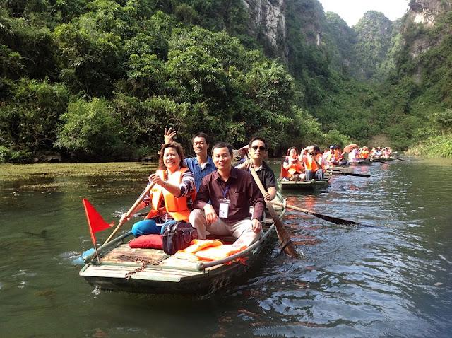 Pilgrims flock to Huong Pagoda on Tet holidays 2