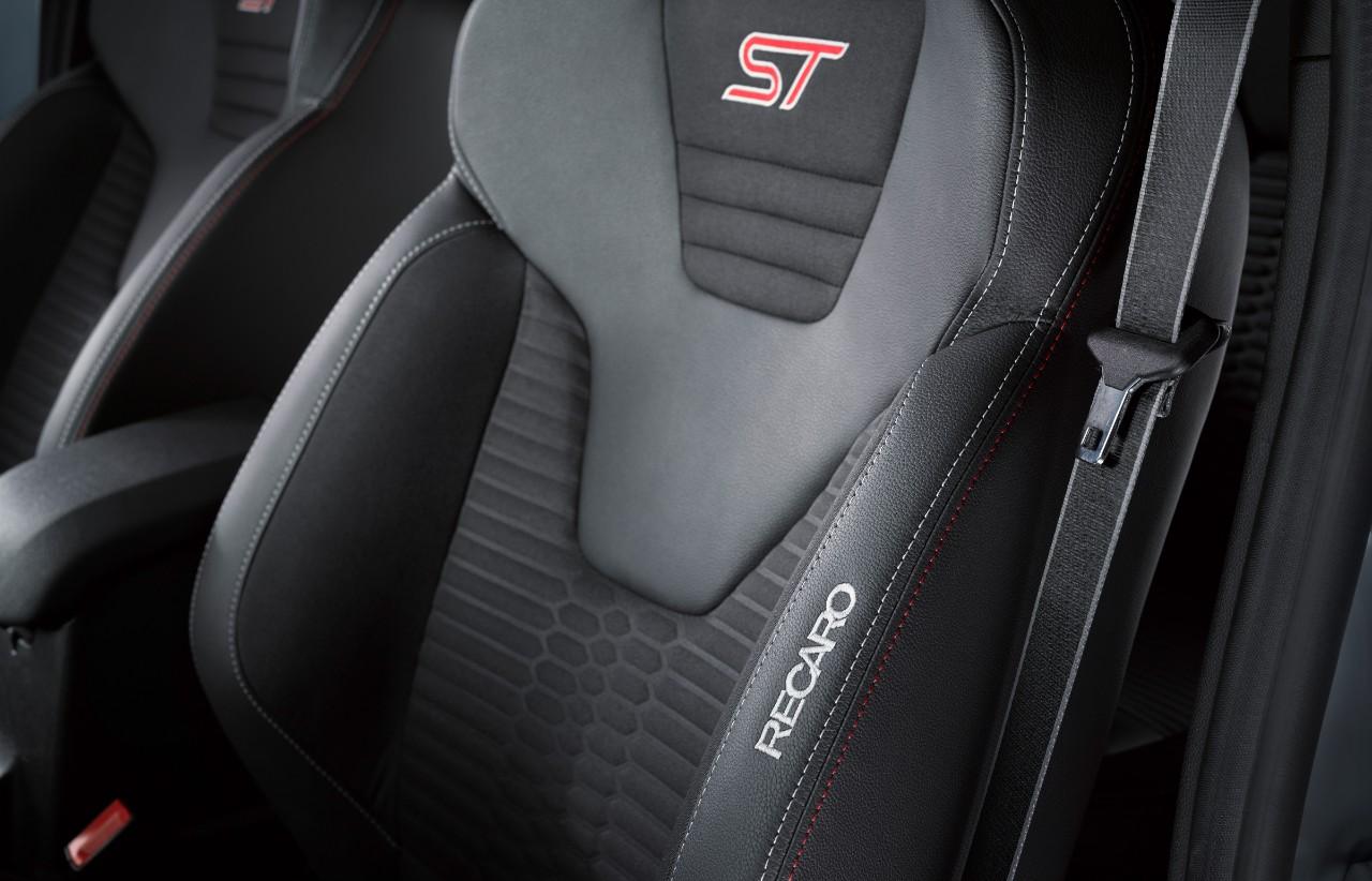 FordGeneva2016 FiestaST200 10 Η Ford Αποκαλύπτει το Νέο Fiesta ST200 με 200 Ίππους