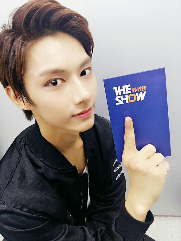 Photo )) Super Junior's Heechul Look-Alike SEVENTEEN Jun ...