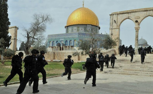 Pasukan Israel Geruduk Masjid Al-Aqsha