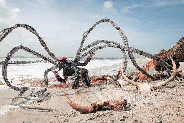 Fotógrafo Fabrice Monteiro e fashion designer Jah Gal - The Prophecy arte fotografia surreal lixo ecologia distopia