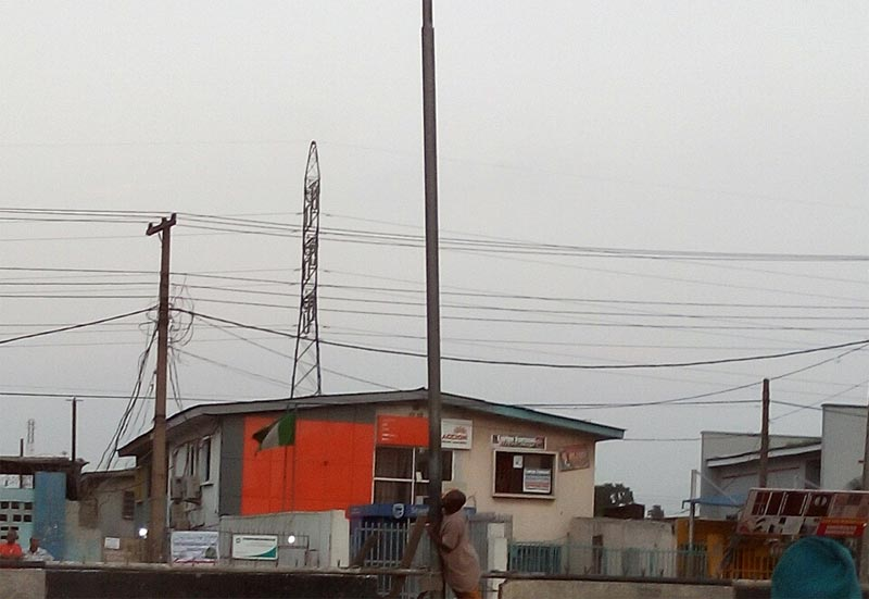 Help! A faulty street light is killing passersby in Lagos (Photos)