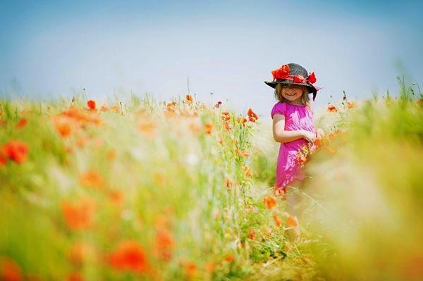 صور طفلة في فصل الربيع