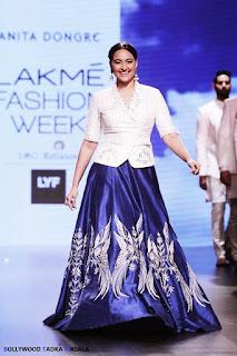 Sonakshi Sinha Looks Absolutely Stunning At Lakme Fashion Week 2016