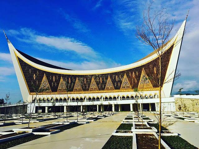 """Wajah Terkini Masjid Bentuk Rumah Gadang Minang """"Empat Kabilah Quraisy Mekkah"""""""